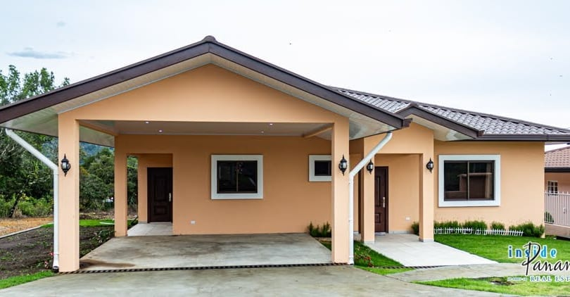 3 Beds 2.5 Baths House with Spacious Living in Boquete Panama